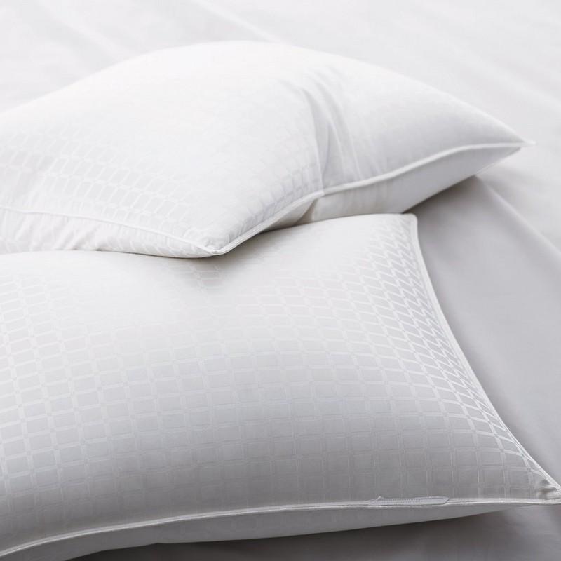 90% λευκά μαξιλάρια από γούνα με 1 '' μοτίβο παραθύρου
