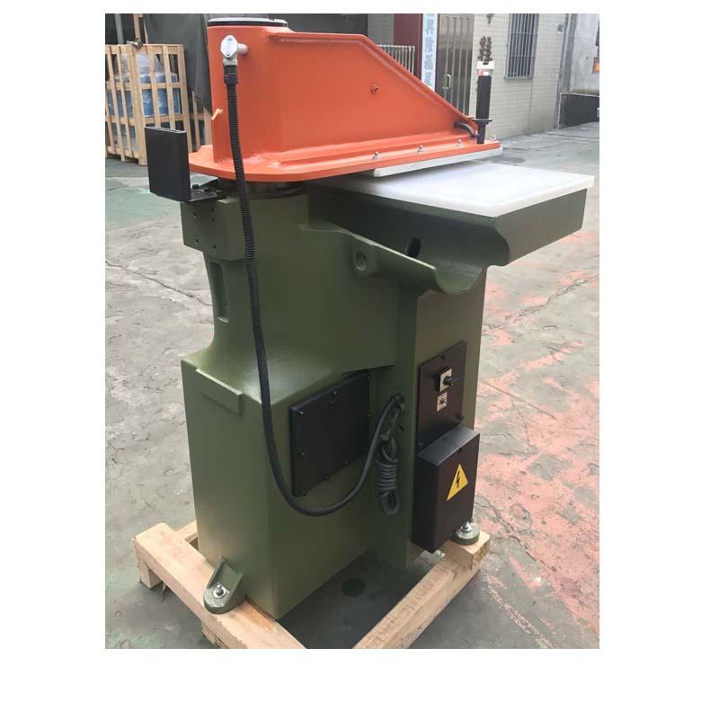 χρησιμοποιείται ανακατασκευασμένο μηχάνημα κοπής ATOM για δερμάτινα παπούτσια και τσάντες